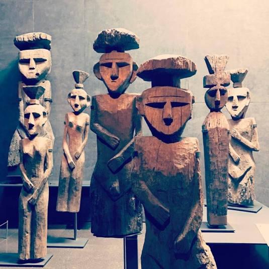 Mapuche grave statues